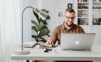 freelance online marketeer of marketing manager